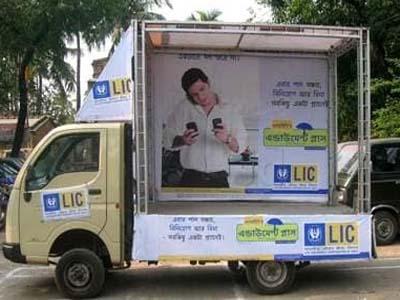 marketing mix of life insurance corporation of india -2